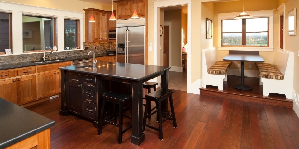 traditional style kitchen with hardwood flooring