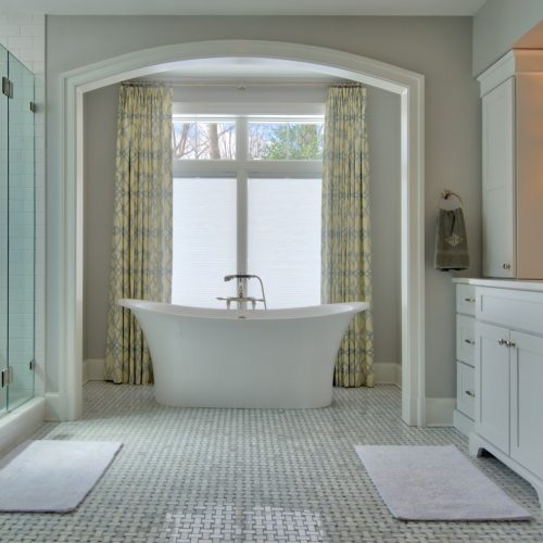 Huge-soaking-tub-Tysons-500x500