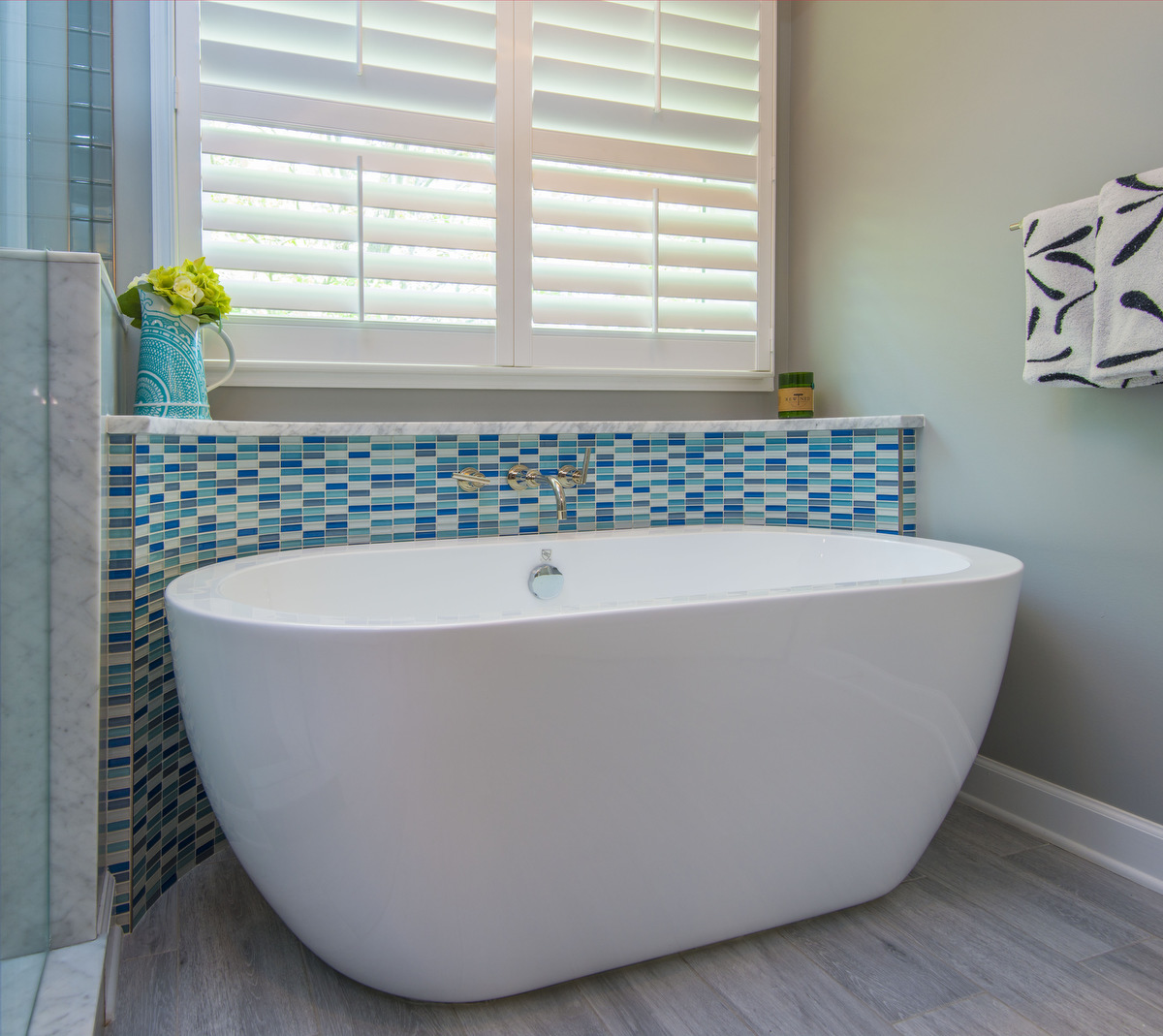 large-modern-tub-with-blue-tile
