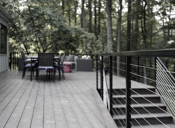 trex-deck-with-modern-handrail